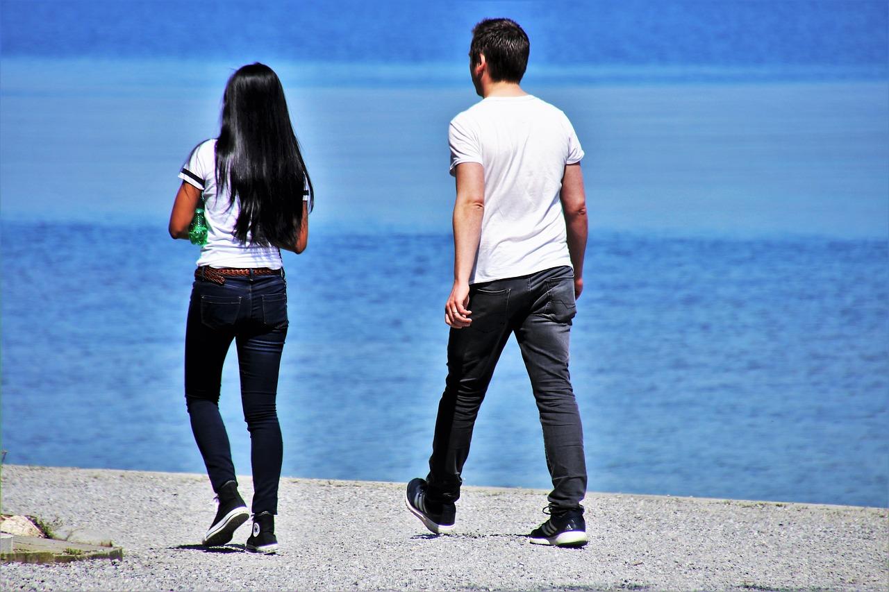 גבר ואישה בים