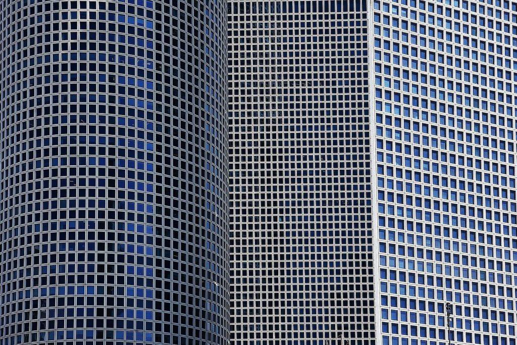 מגדל עזריאלי עם חלונות חדשים